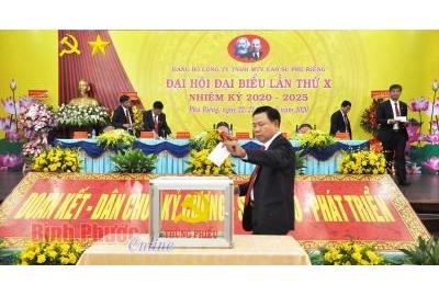Đồng chí Lê Tiến Vượng tái đắc cử Bí thư Đảng ủy Công ty cao su Phú Riềng